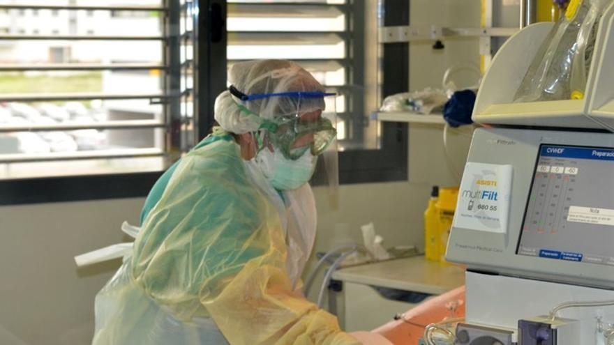 Un menor británico, contagiado de Covid-19, huye de un centro de salud en Canarias y trata de viajar a Reino Unido