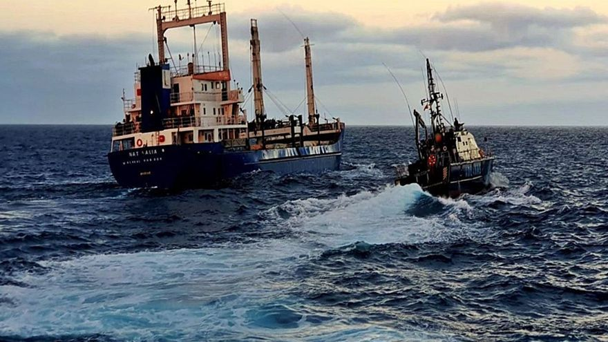 Intervienen 20 toneladas de hachís en la bodega de un carguero en aguas de Canarias