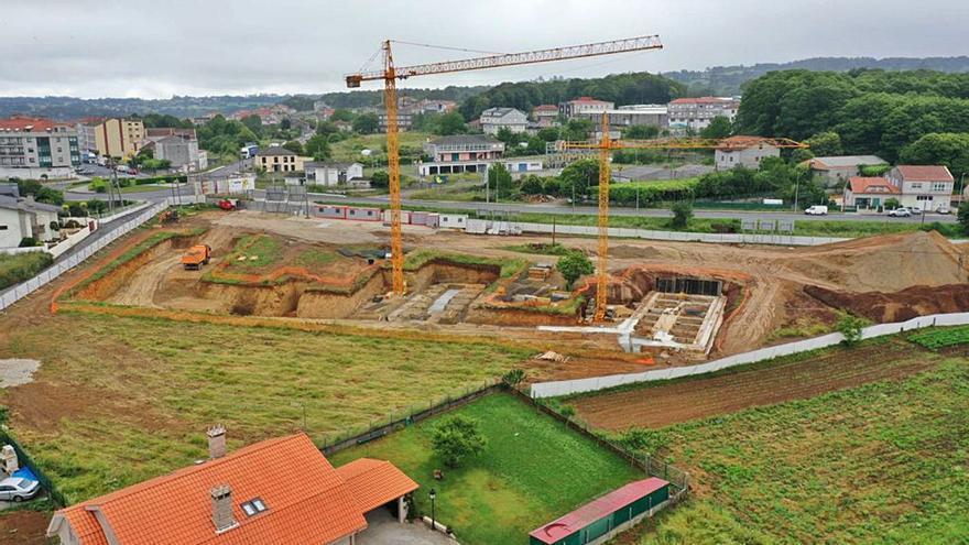 Las grúas operan en el CIS tras acabar las obras de excavación