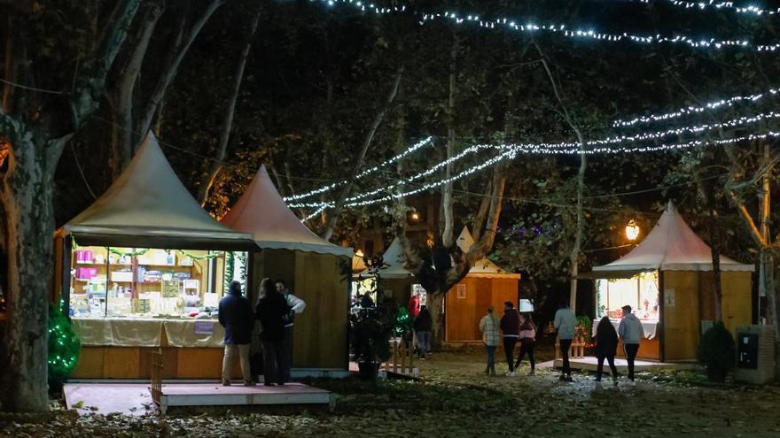 Los artesanos, satisfechos con el mercado navideño