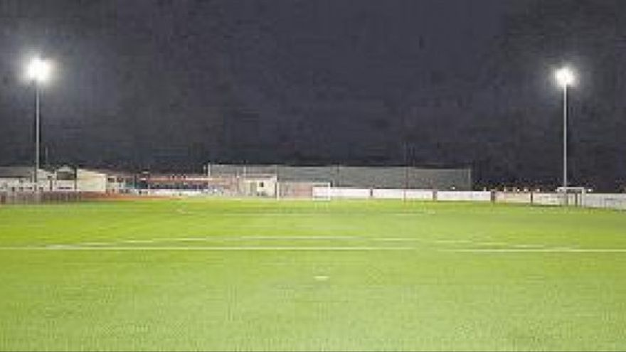 Se estrena la reforma del estadio de 'La Platera'