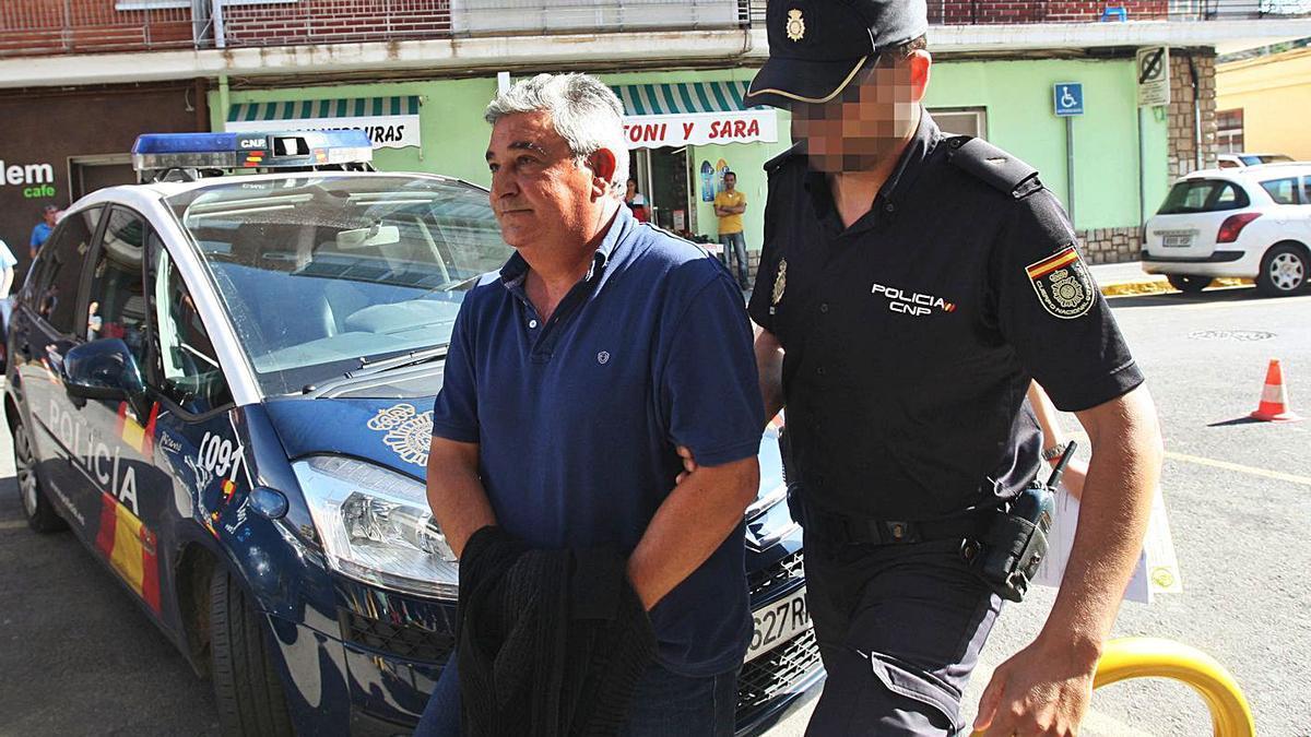 Emilio Máñez, exconcejal de Quartell, el día que fue detenido por el caso Avialsa.