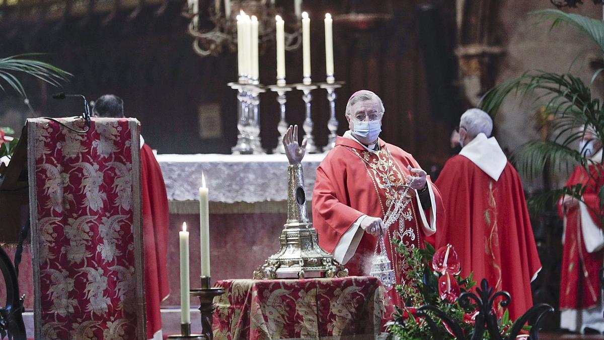 El obispo Taltavull en la misa de Sant Sebastià en la Seu.