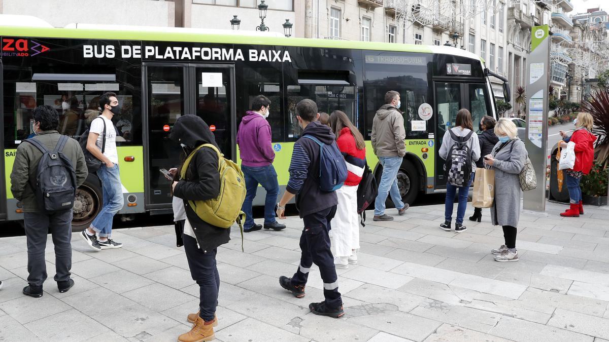 Parada de autobús de Vitrasa en la Farola de Urzáiz
