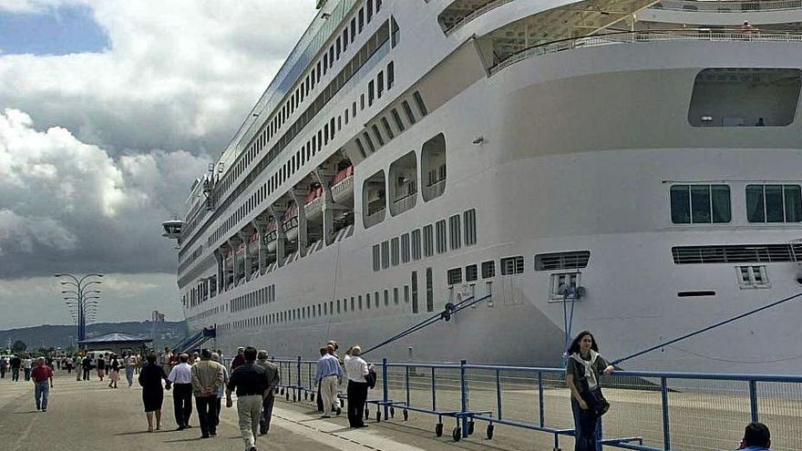 El Puerto adquiere vallas móviles para cerrar los muelles durante las escalas de cruceros