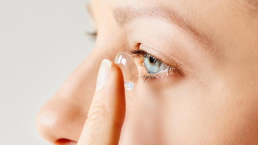 ¿Usar lentillas aumenta el riesgo de contagiarse de coronavirus?