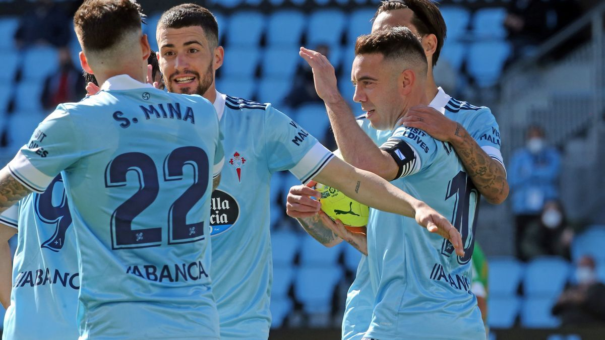 Aspas celebra el primer gol con sus compañeros.