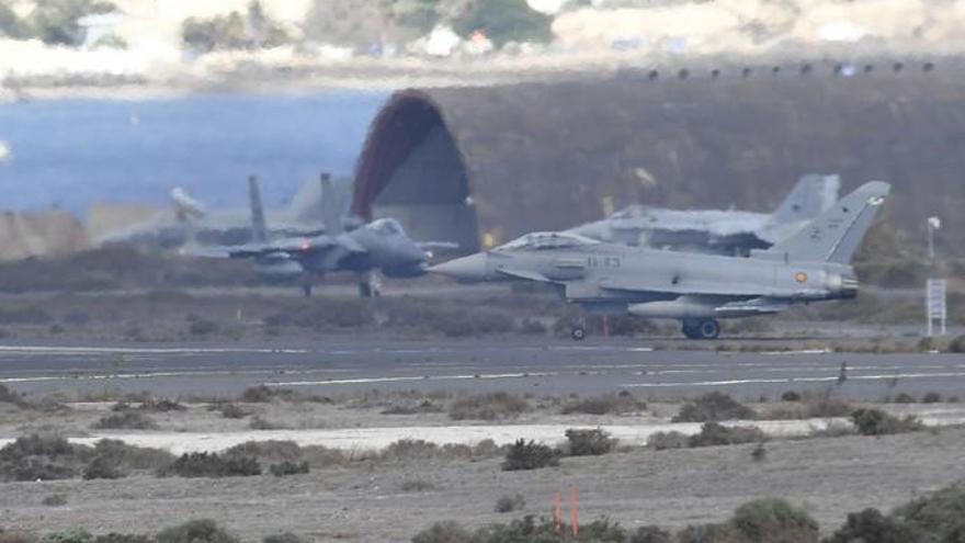 Maniobras de aviones militares en Gran Canaria (24-10-2019)