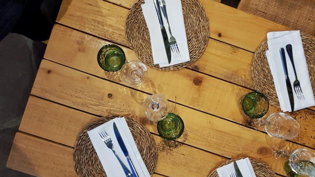 Els Fogóns de Les Panses alberga un restaurante con capacidad para 60 comensales.