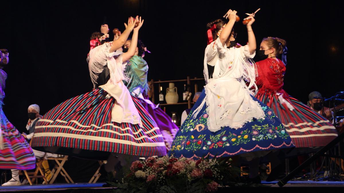 Una actuación de la Muestra de Folklore.