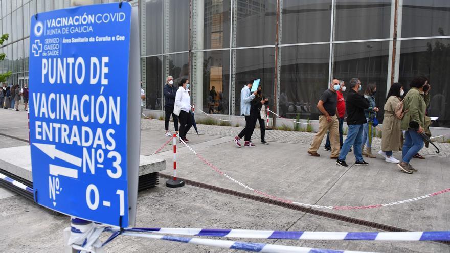 El Sergas cita mañana en A Coruña a 6.270 personas para administrarles la vacuna contra el COVID-19