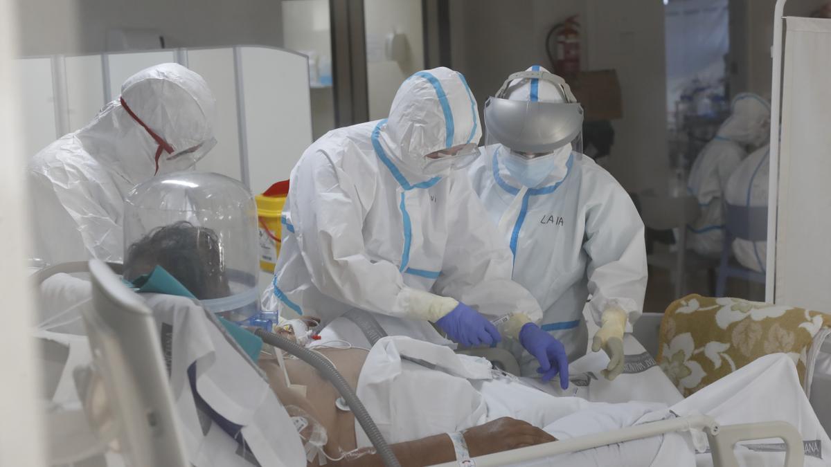 Imagen de archivo de la UCI para enfermos de coronavirus del Hospital General de Castelló a finales del pasado año.