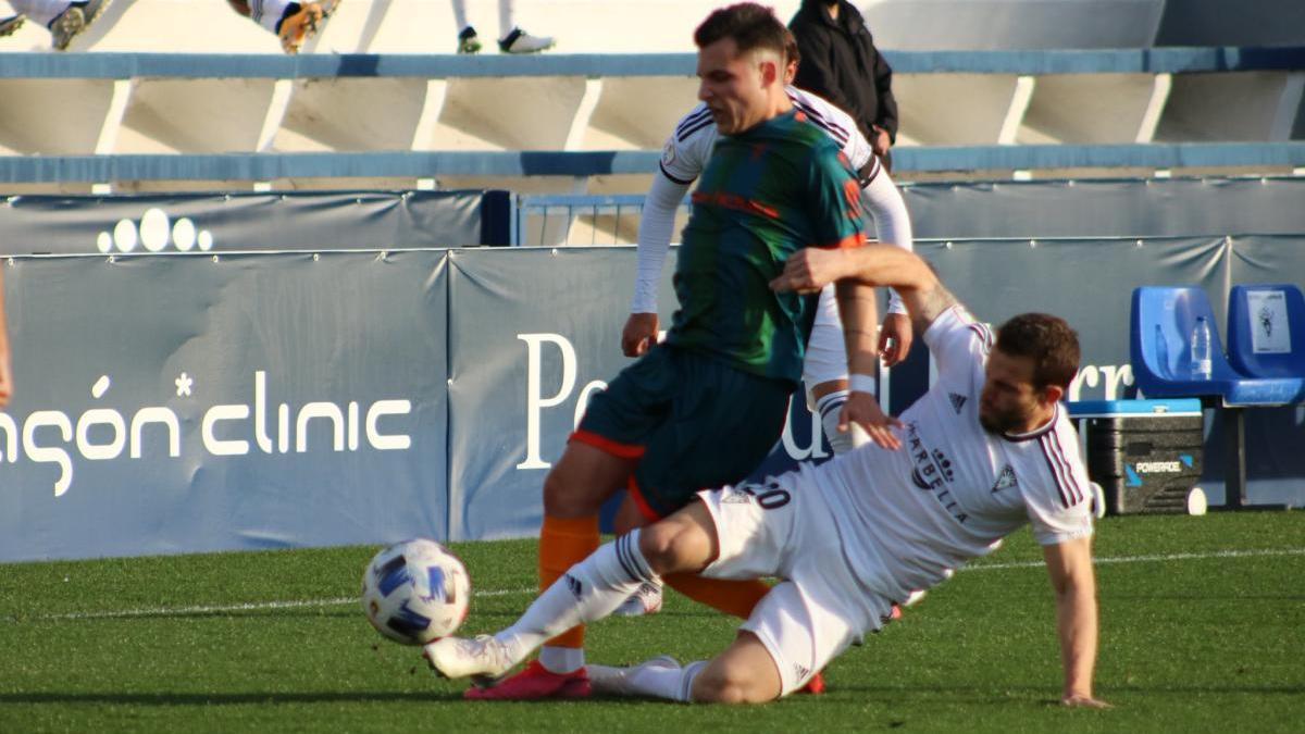 El Marbella FC planta cara al Algeciras pese a jugar con diez la segunda mitad