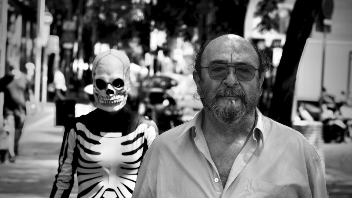 El director i autor teatral català confecciona aquesta obra en la qual es barregen vida, mort i relacions familiars, però on cobra un pes especial la filosofia.