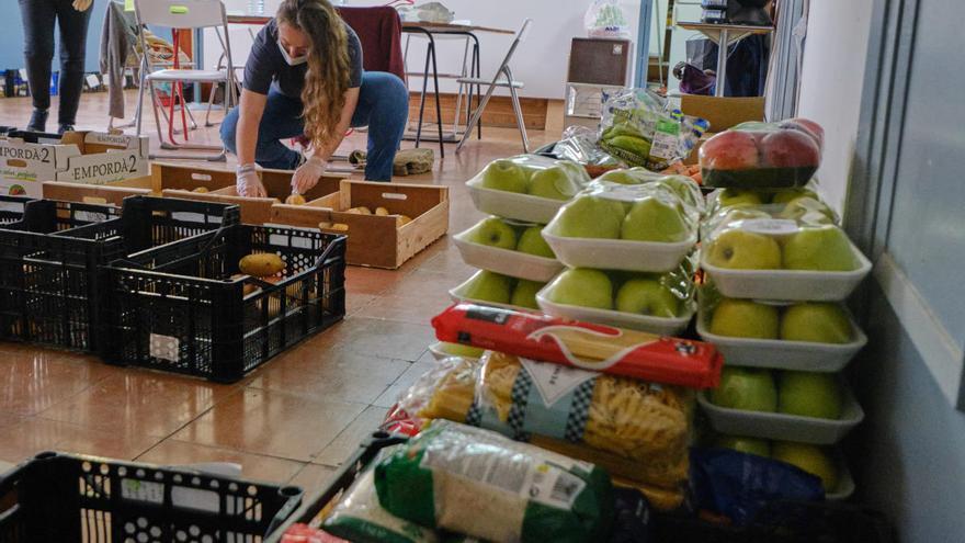 Òmnium Alt Empordà fa un donatiu a La Xarxa i a Càritas