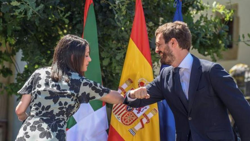 Casado reivindica el concierto económico vasco en un acto junto a Arrimadas