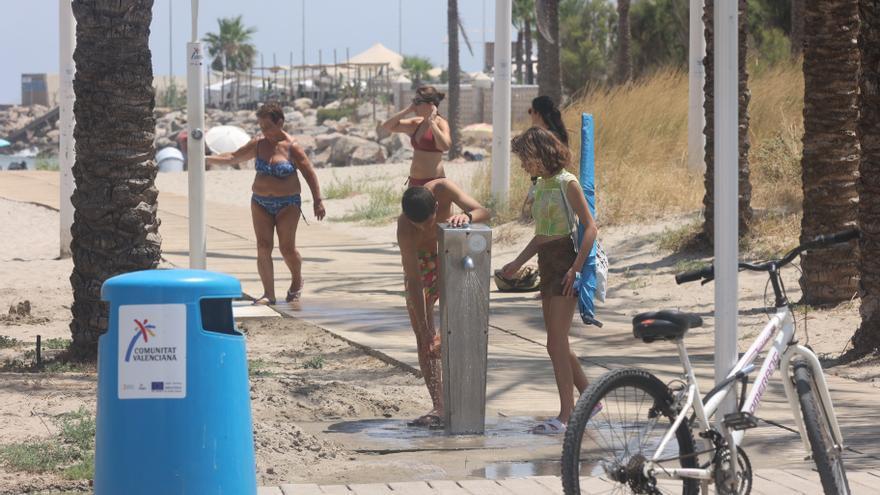 Castelló reabre al baño la playa del Pinar