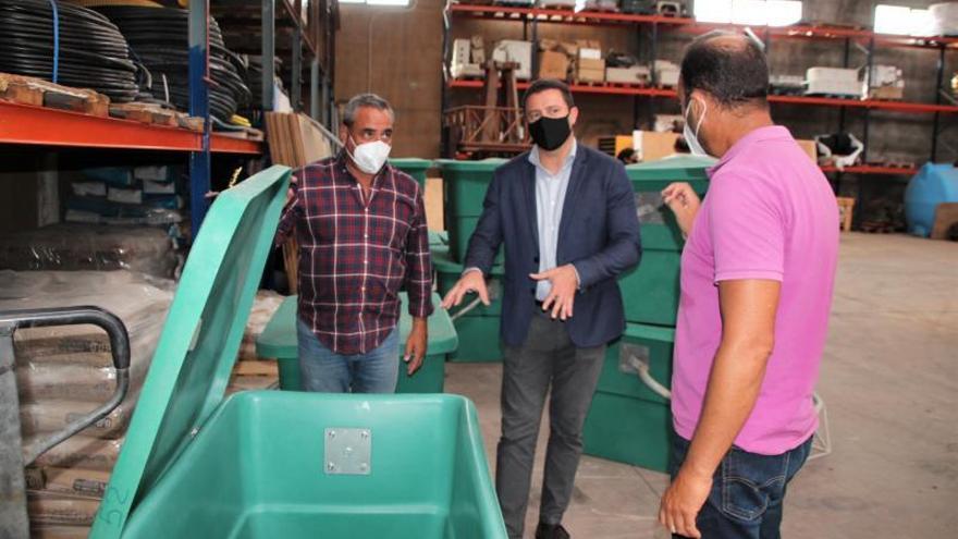12 contenedores de cadáveres de animales para Yaiza
