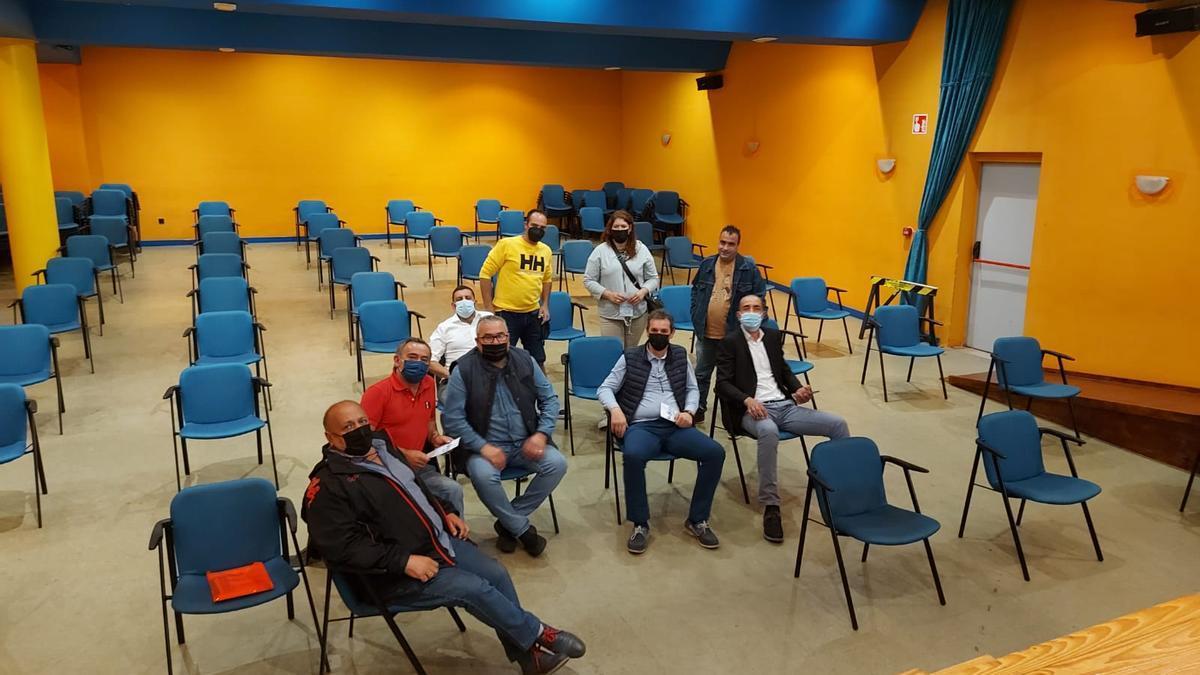 La presentación del plan de modernización a un grupo de vendedores ambulantes en Langreo