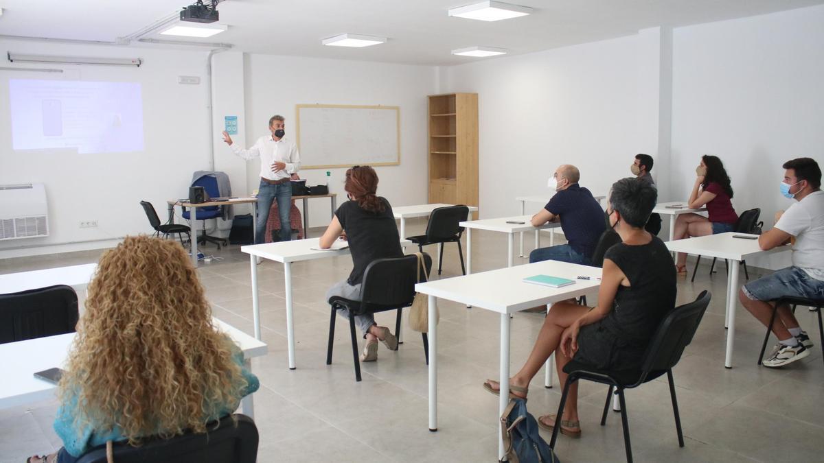 La formación está dirigida a PYMES, comerciantes y autónomos de la localidad.