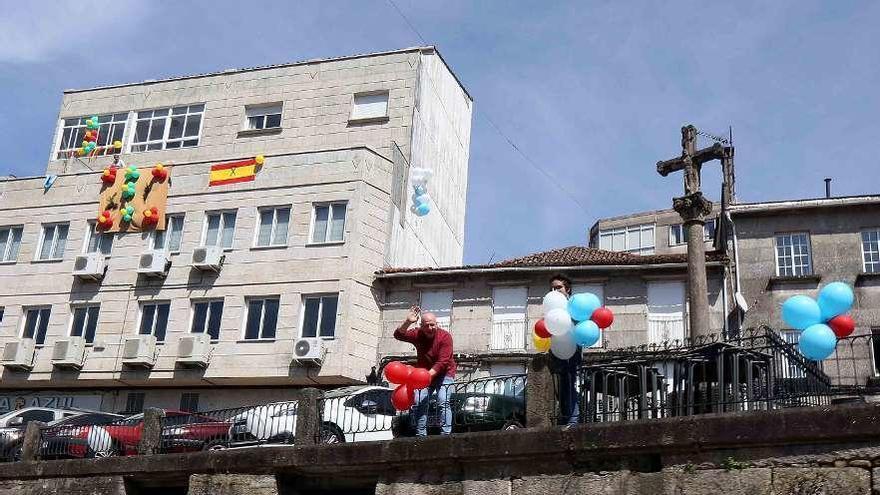 """Globos en ventanas y balcones para despedir """"Radio Patio a las 8"""""""