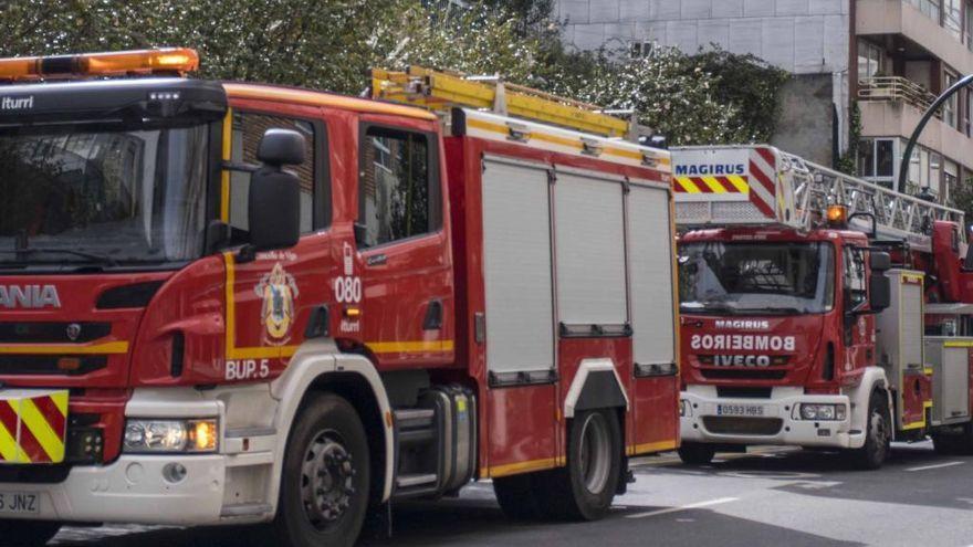 Los bomberos intervienen en Vigo para liberar a un niño con la mano atrapada en una bisagra