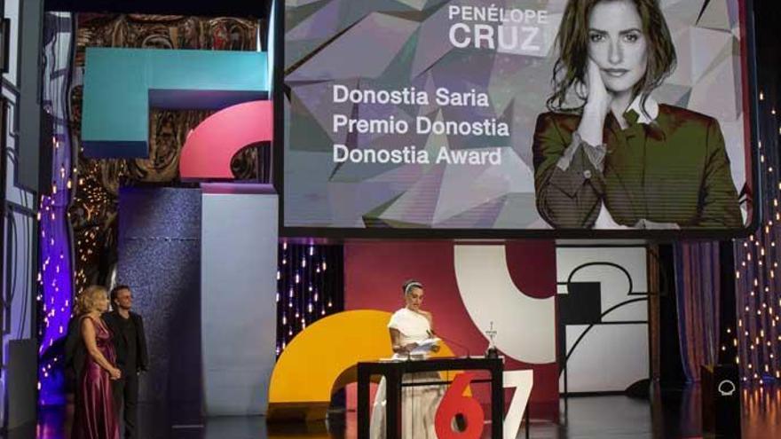Penélope Cruz alza la voz contra la violencia machista al recibir el Premio Donostia