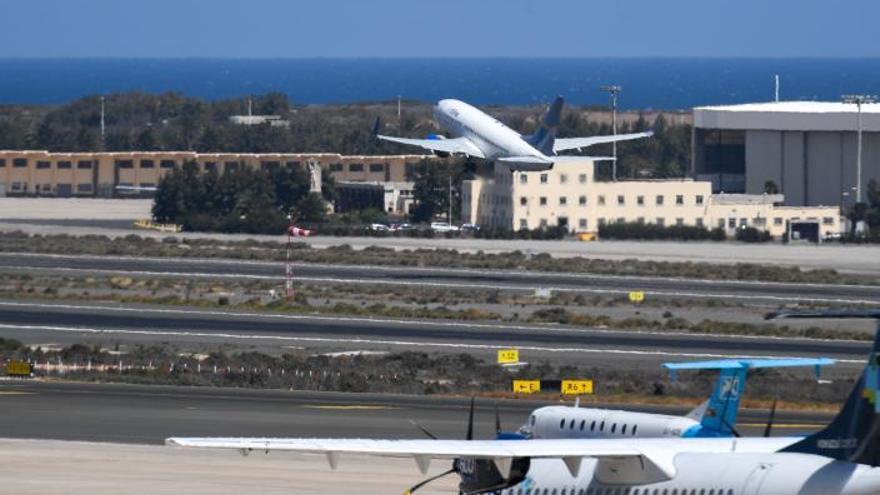 Negativa de partidos y patronal a la aplicación en las Islas de la tasa aérea