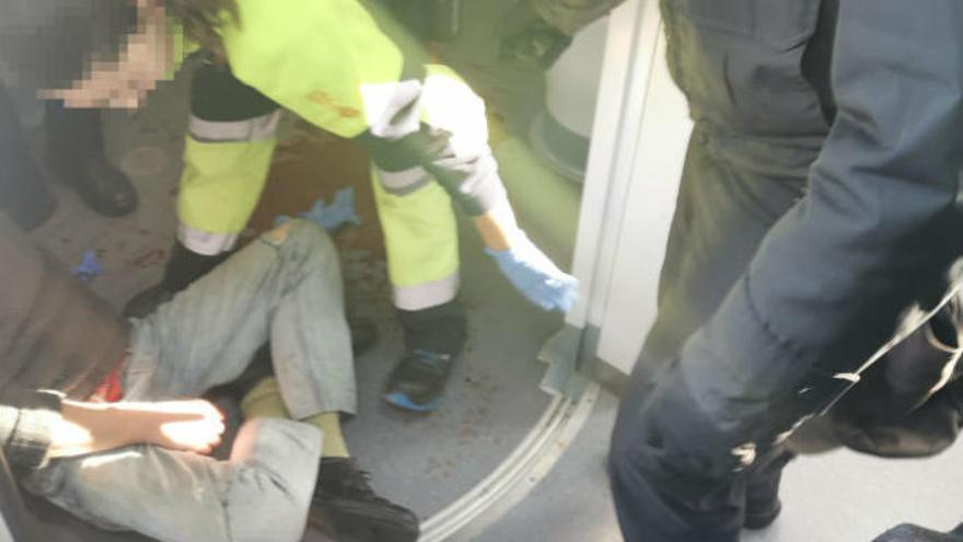 Cuatro agentes de la Policía Nacional evitan un suicidio en un tren de Murcia a Alicante