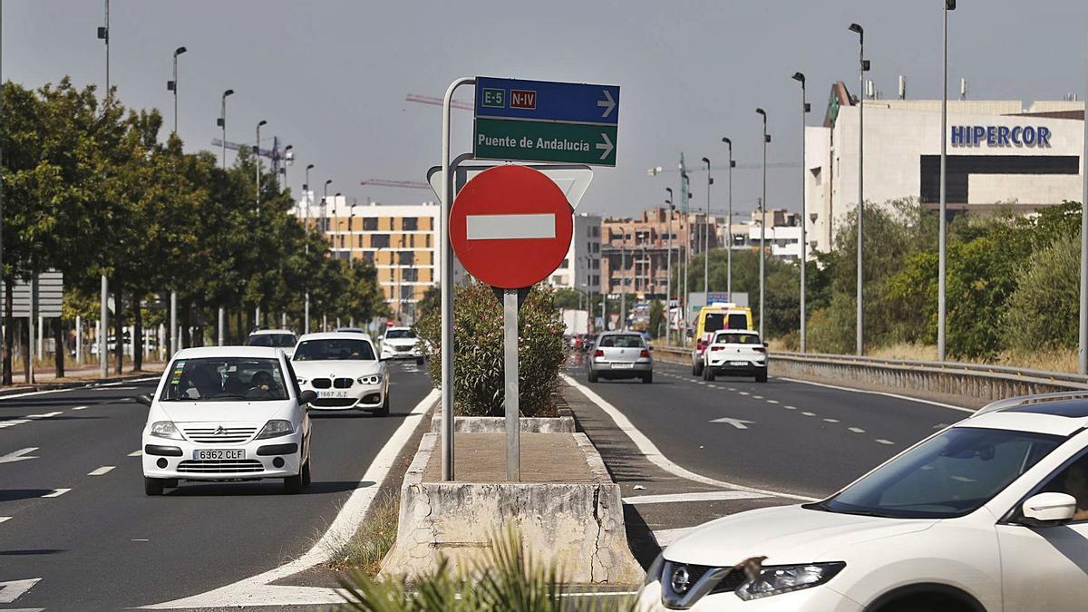 Avenida de La Arruzafilla, por donde discurrirá el primer tramo de la ronda Norte de la Junta.