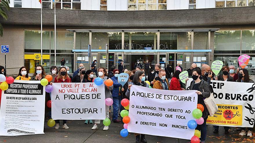 Decenas de manifestantes exigen más profesores