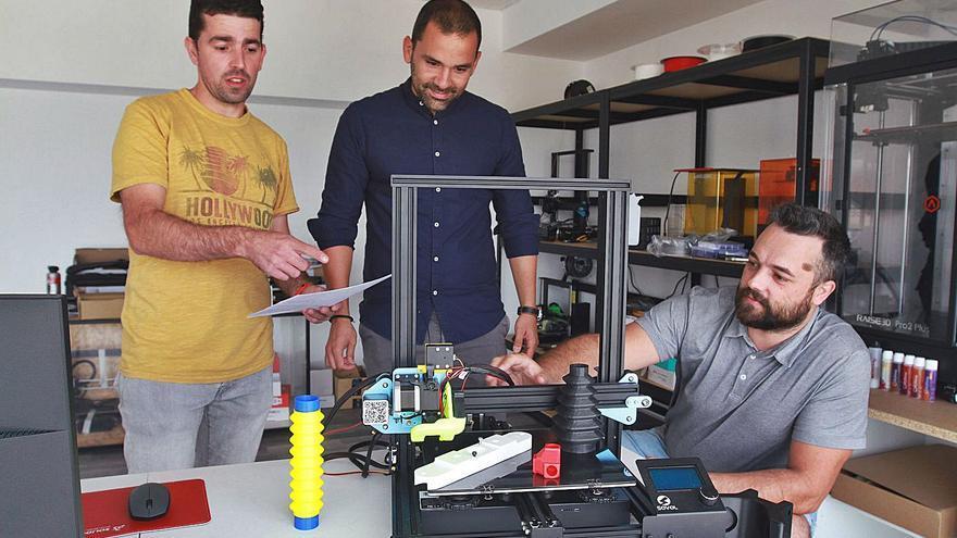 Piezas de coches clásicos, bicicletas o una lavadora que nacen de una impresora 3D
