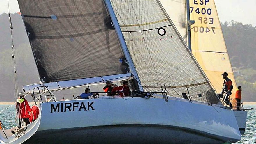 El 'Mirfak' gana la Regata Divino Rei