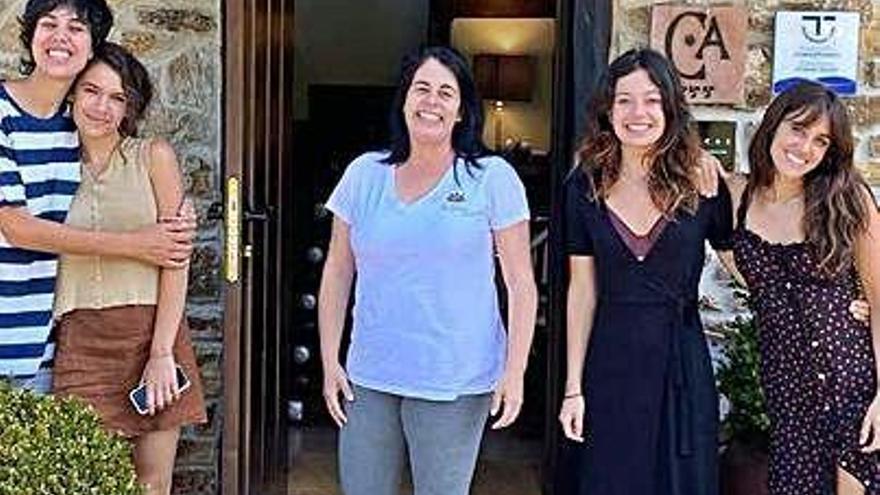 Macarena García, Anna Castillo y Claudia Traisac, en Ribadesella