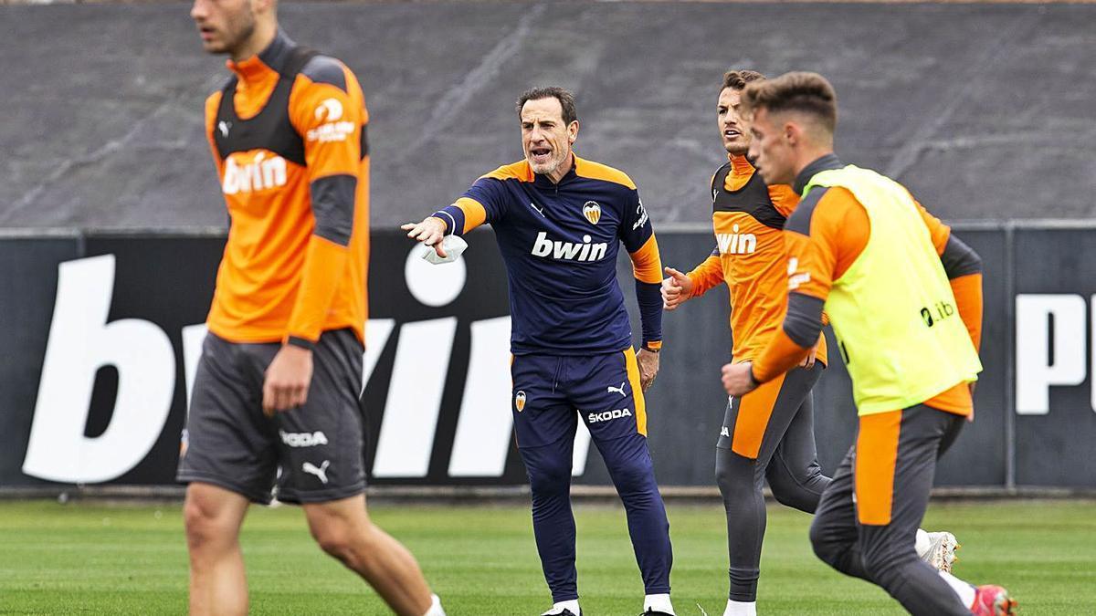 Voro González dirigió ayer su primer entrenamiento. | LÁZARO DE LA PEÑA/VCF