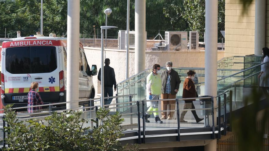La situación se complica en el Hospital de Elda con 29 pacientes en la UCI por covid