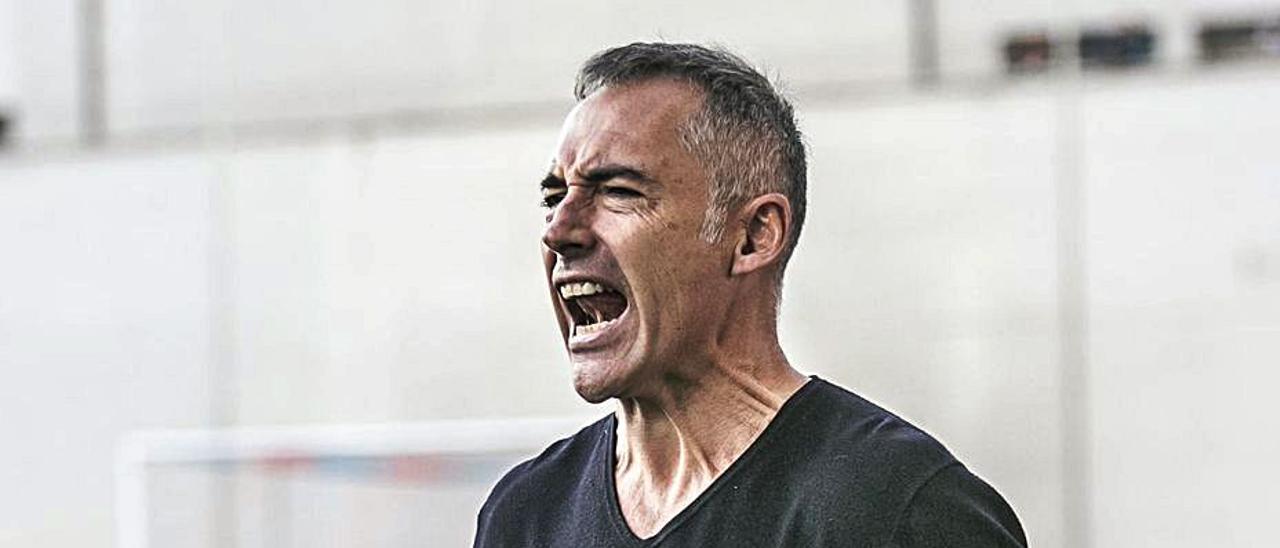 Ángel Rodríguez, durante un partido del Langreo en Ganzábal. | Irma Collín