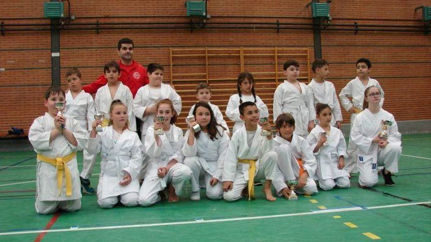El Shotokan Benavente conquista nueve medallas en el Provincial