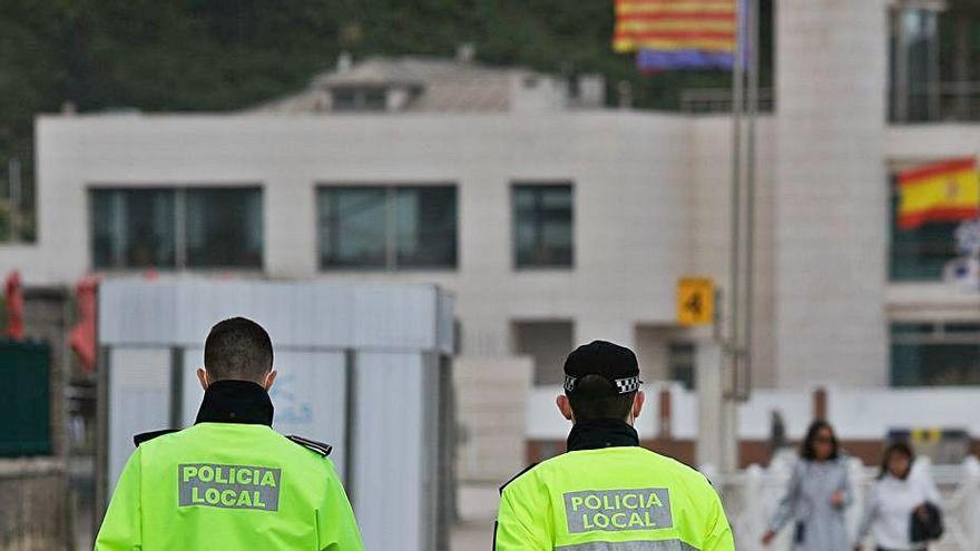 Tres agentes interinos refuerzan la plantilla de la Policía Local