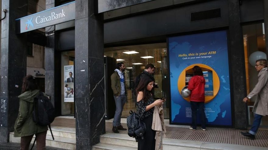 El boicot independentista a los bancos se queda en un gesto simbólico