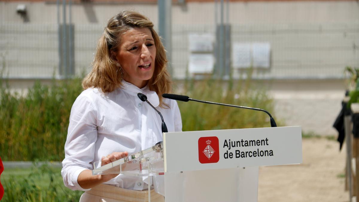La vicepresidenta tercera i ministra de Treball, Yolanda Díaz, en una atenció als mitjans al Besòs