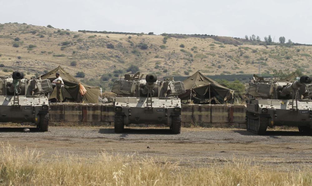 Tanques israelíes, frente a la frontera con Siria.