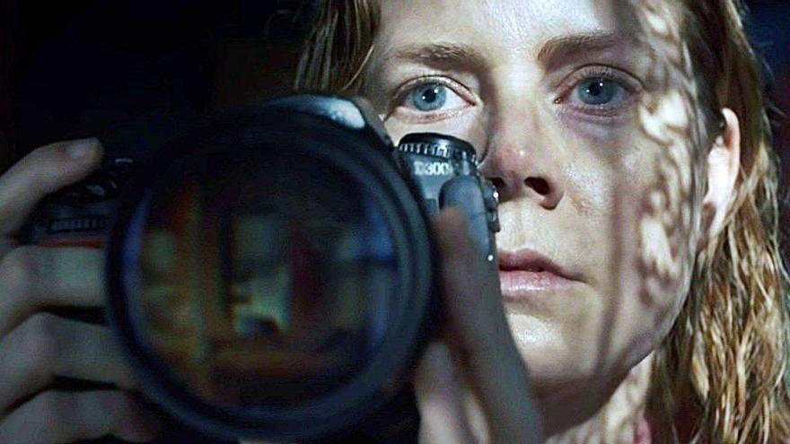 Amy Adams protagoniza «La mujer en la ventana», de Netflix