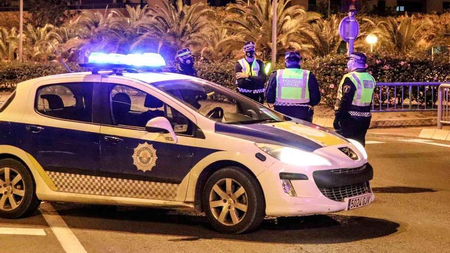 Detenido un joven de 17 años por romper el cristal frontal del TRAM en la Albufereta