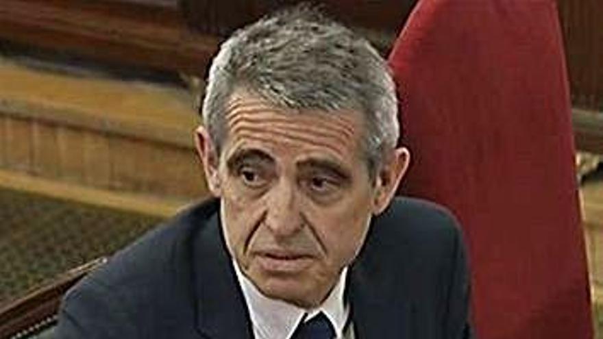 L'exlletrat major del Parlament diu que ell ja va alertar de les conseqüències