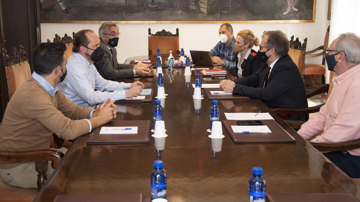 Reunión entre la Diputación y la patronal