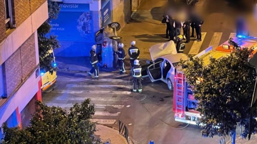 Dos heridos leves en un aparatoso choque de dos coches en Ciudad Jardín