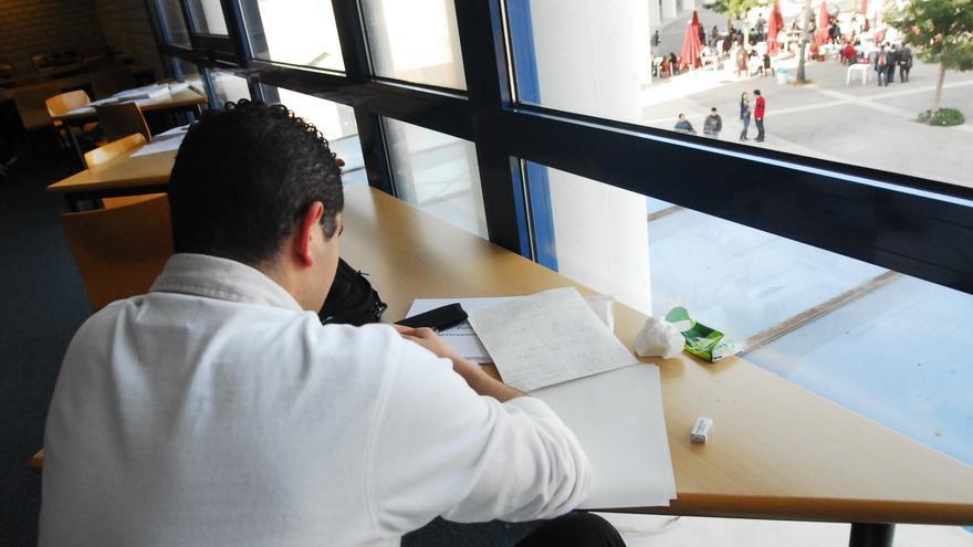 El número de jóvenes que vive con sus padres cae en Córdoba mientras crece a nivel nacional