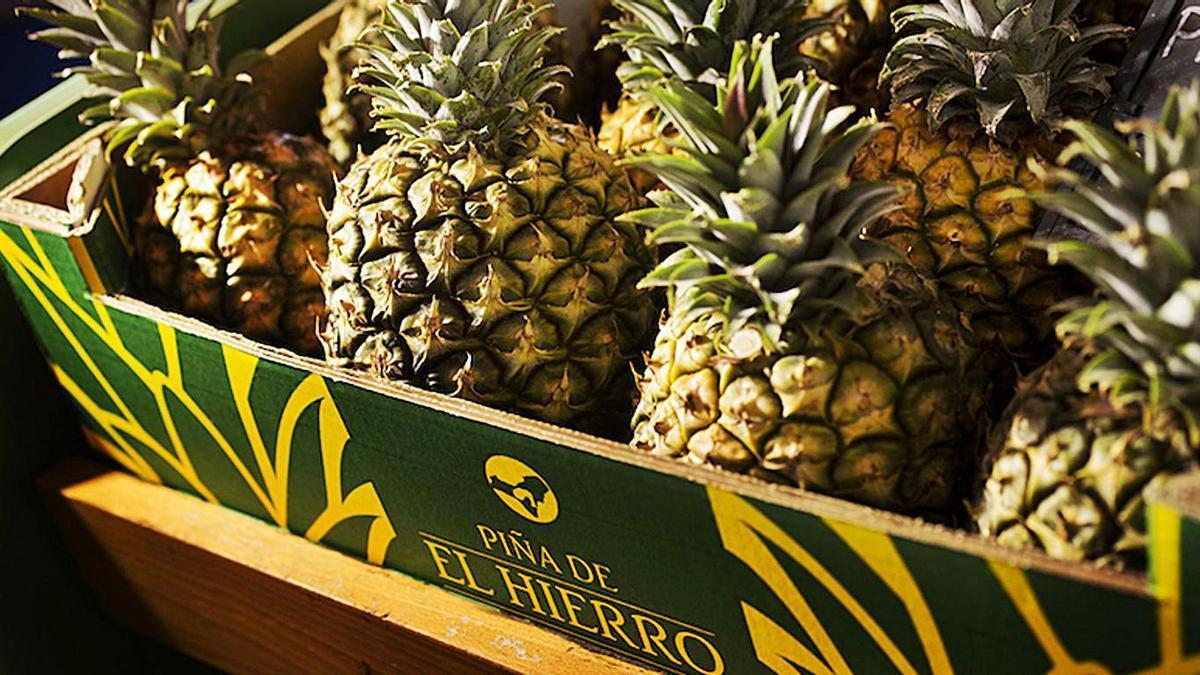 Piezas empaquetadas de piña tropical de la isla de El Hierro.