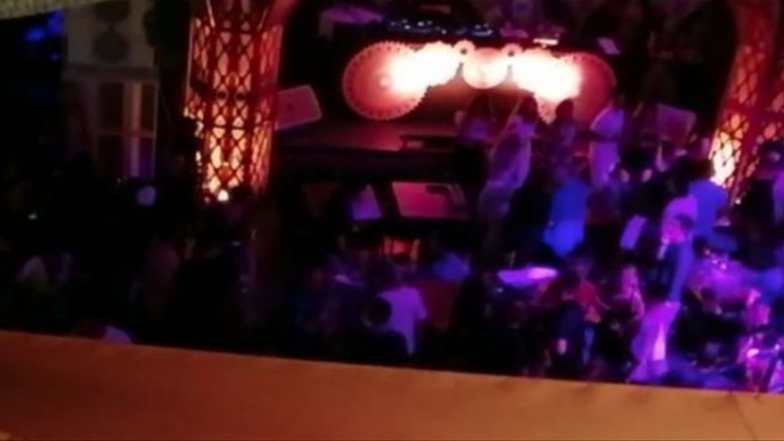 Inspectores de incógnito denuncian a un restaurante de Ibiza por permitir bailar